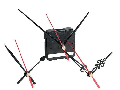 Mécanisme d'horloge silencieux avec 3 sets d'aiguilles