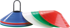 cones de couleurs pour slalom sur terrain