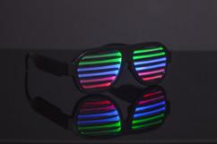 lunettes grilles lumineuses LED avec detecteur de son musique ou voix et effets Thumbs up