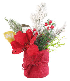 Composition florale de Noël avec fleurs, branches, baies et neige artificielle