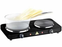 Mise en situation de la double plaque de cuisson Rosenstein & Söhne avec une casserole de spaghettis.