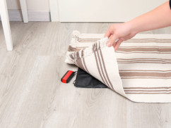 Sonnette sans fil qui accompagne le tapis de porte.
