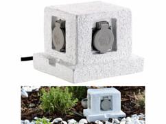 Multiprise d'extérieur avec 4 prises et un design de pierre qui s'intègre parfaitement dans un jardin.