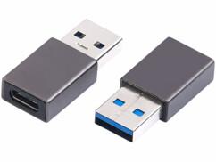 Deux adaptateurs USB-C femelle vers USB-A mâle.